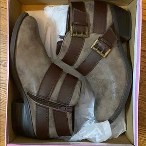 Women's 7.5 brown ankle booties